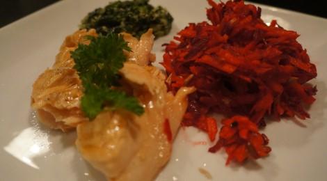 Laks, råkost, flødestuvet spinat